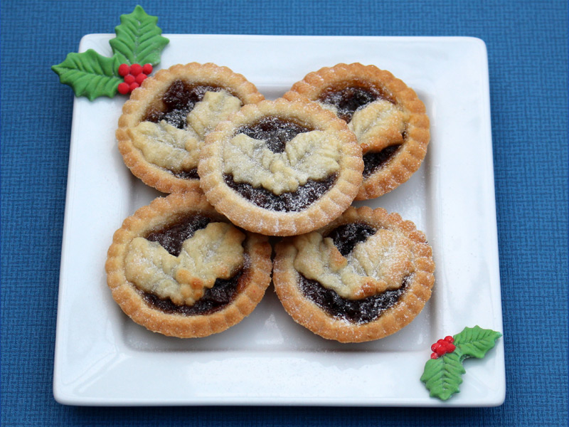 holly-trio-cake-mould-christmas-mince-pies