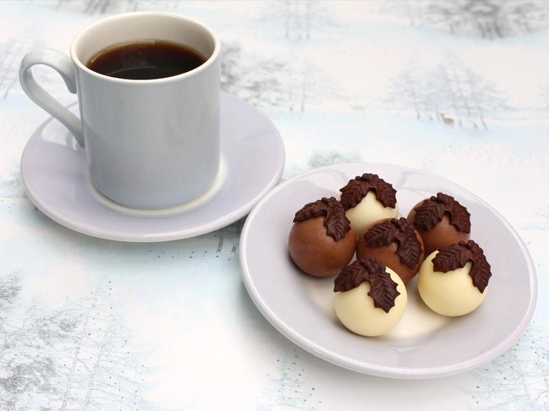 holly-trio-cake-mould-christmas-truffles