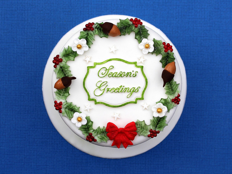 holly-trio-cake-mould-wreath-christmas-cake